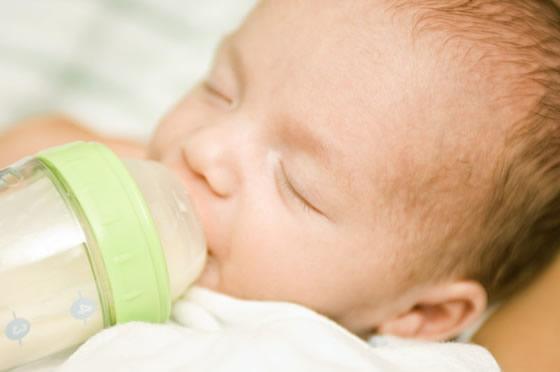 Wasser für Säuglinge - welches Trinkwasser ist das Beste?